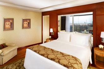 The Hyde Park Penthouse Suite - Main Bedroom