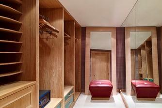 The Sloane Penthouse Suite - Walk-in Wardrobe