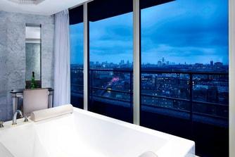 جناح ويست مينيستر بنتهاوس (Westminister Penthouse)، حوض الاستحمام المزدوج