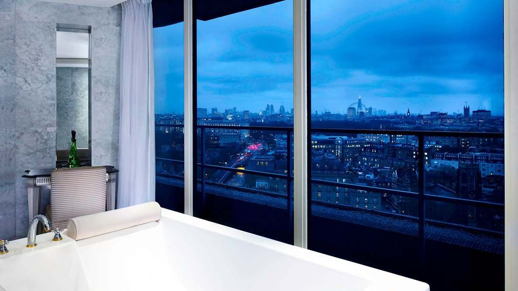 Suite Penthouse Westminister, bañera doble