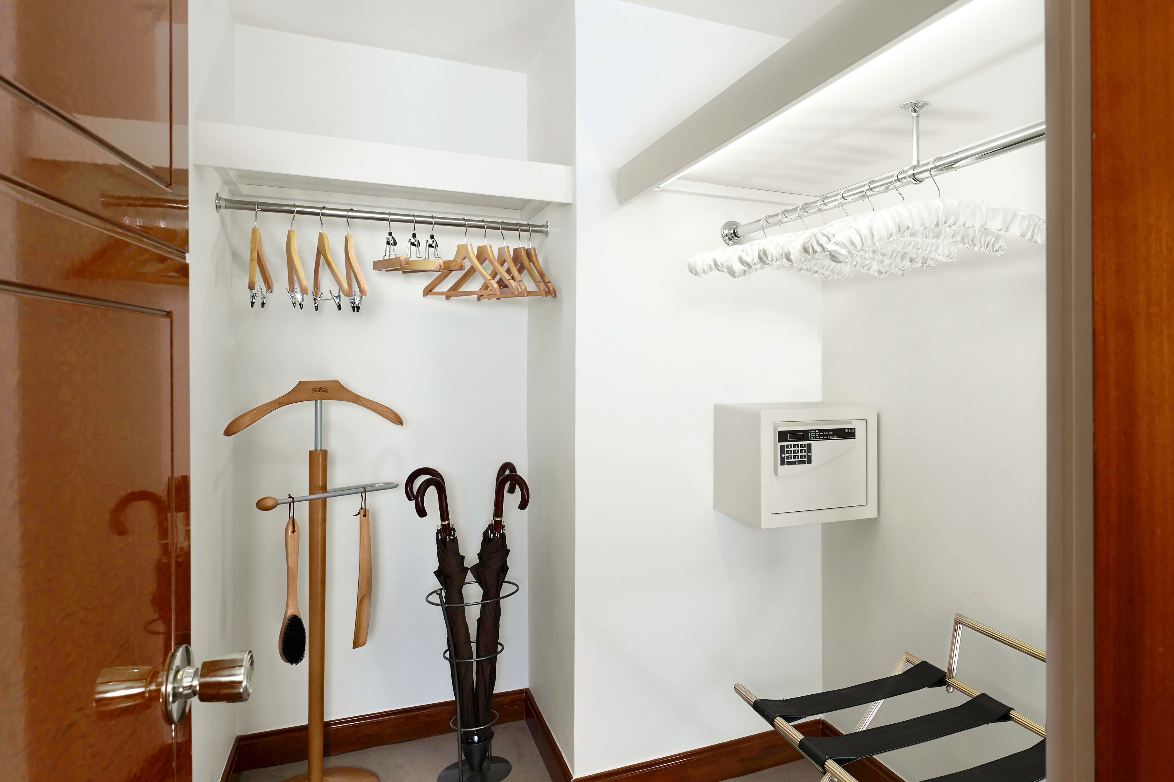 The Westminster Penthouse Suite - Wardrobe