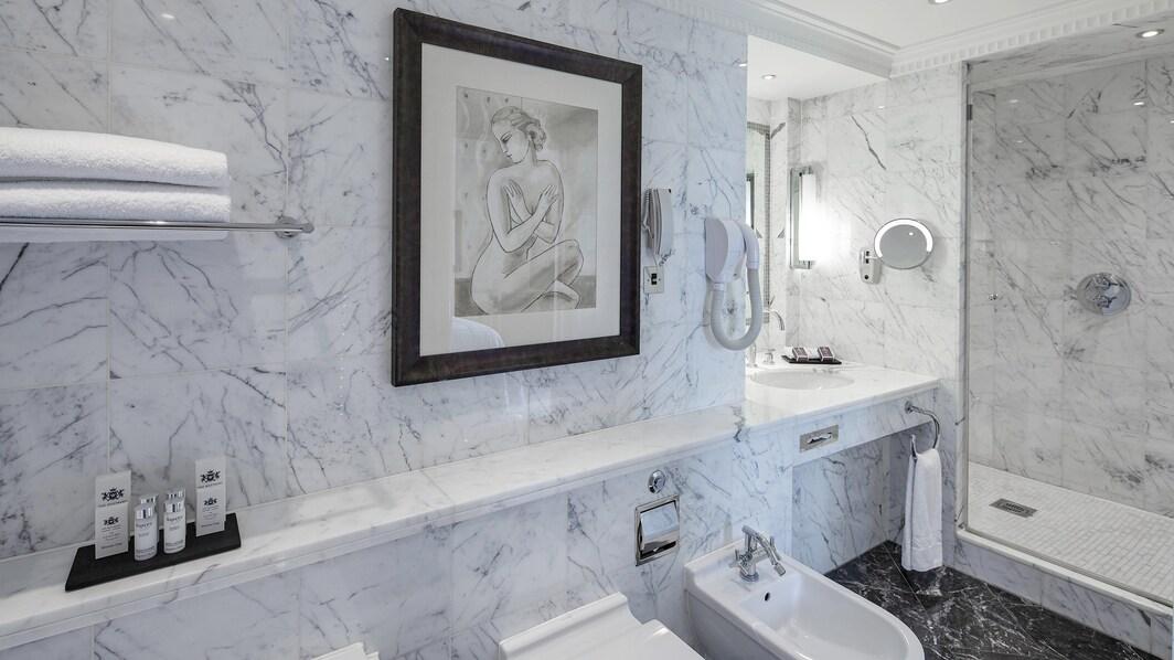 Ванная комната люкса Berkeley с террасой