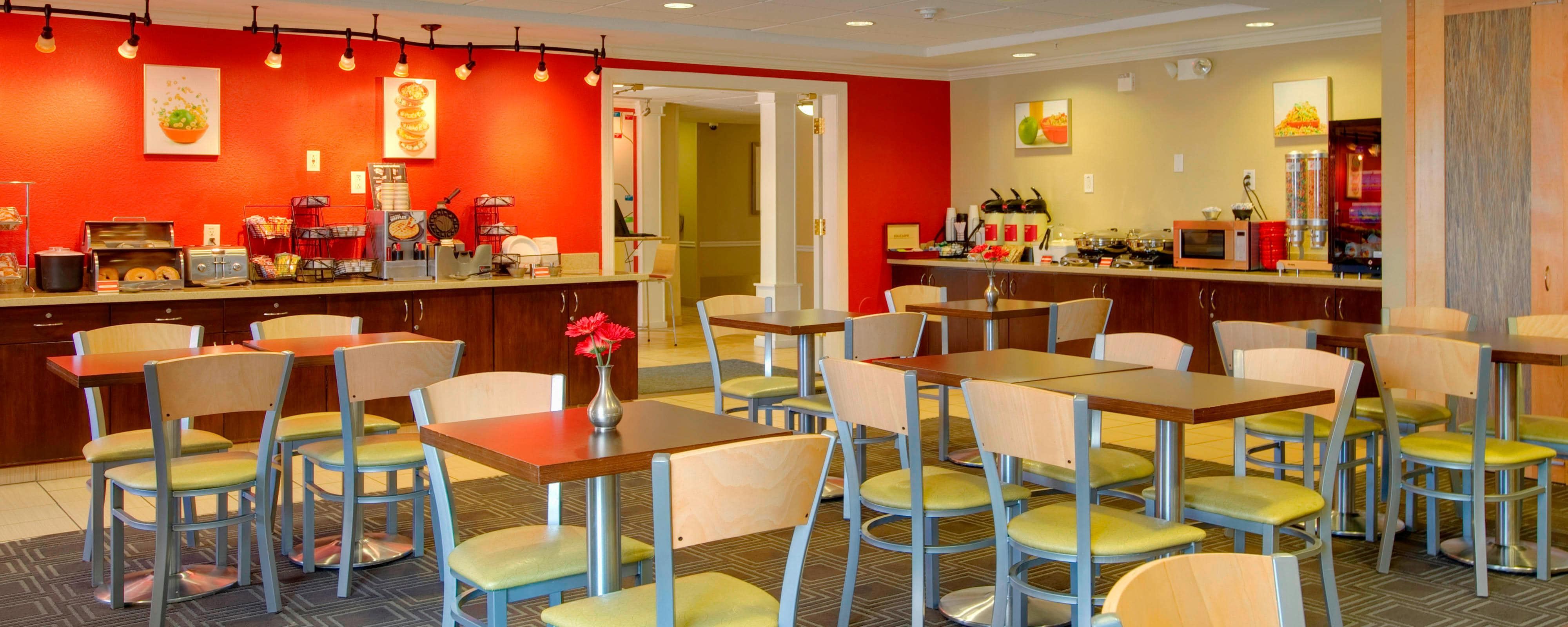 Hotels with Continental Breakfast | TownePlace Suites Las Cruces Dining
