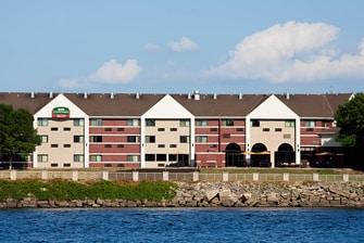 La Crosse Riverview hotel