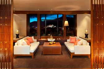 Everest Suite - Living Room with Potala Palace View