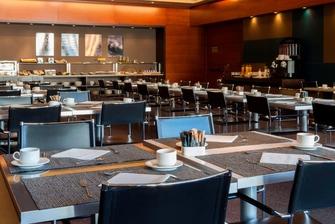 Sala de desayuno en hotel Aravaca