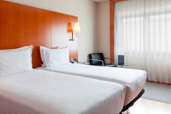 Twin rooms in Madrid hotels