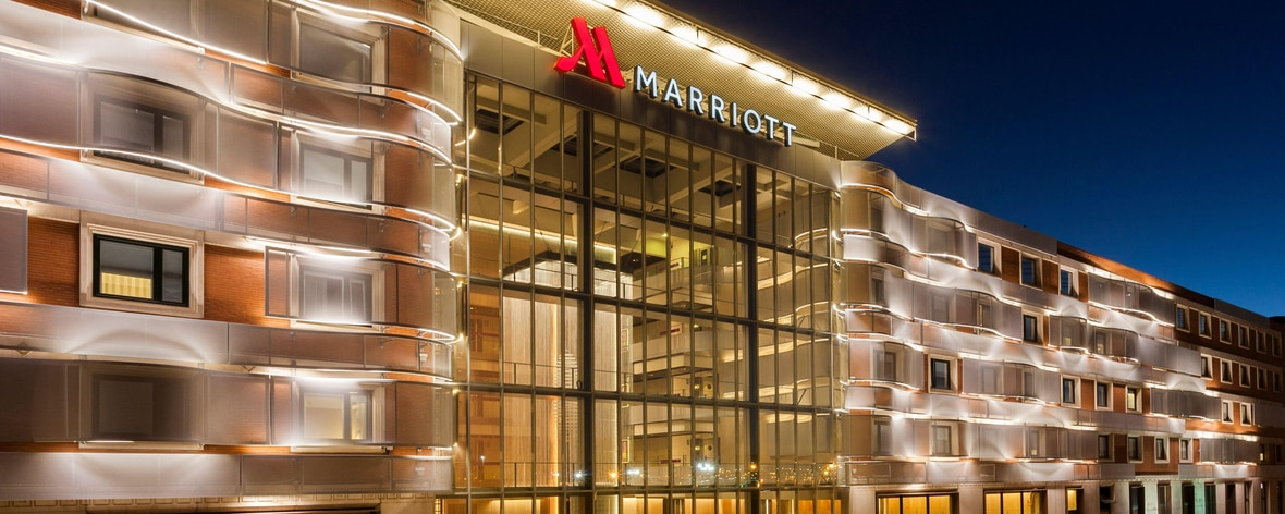 Fachada de noche - Madrid Marriott Auditorium