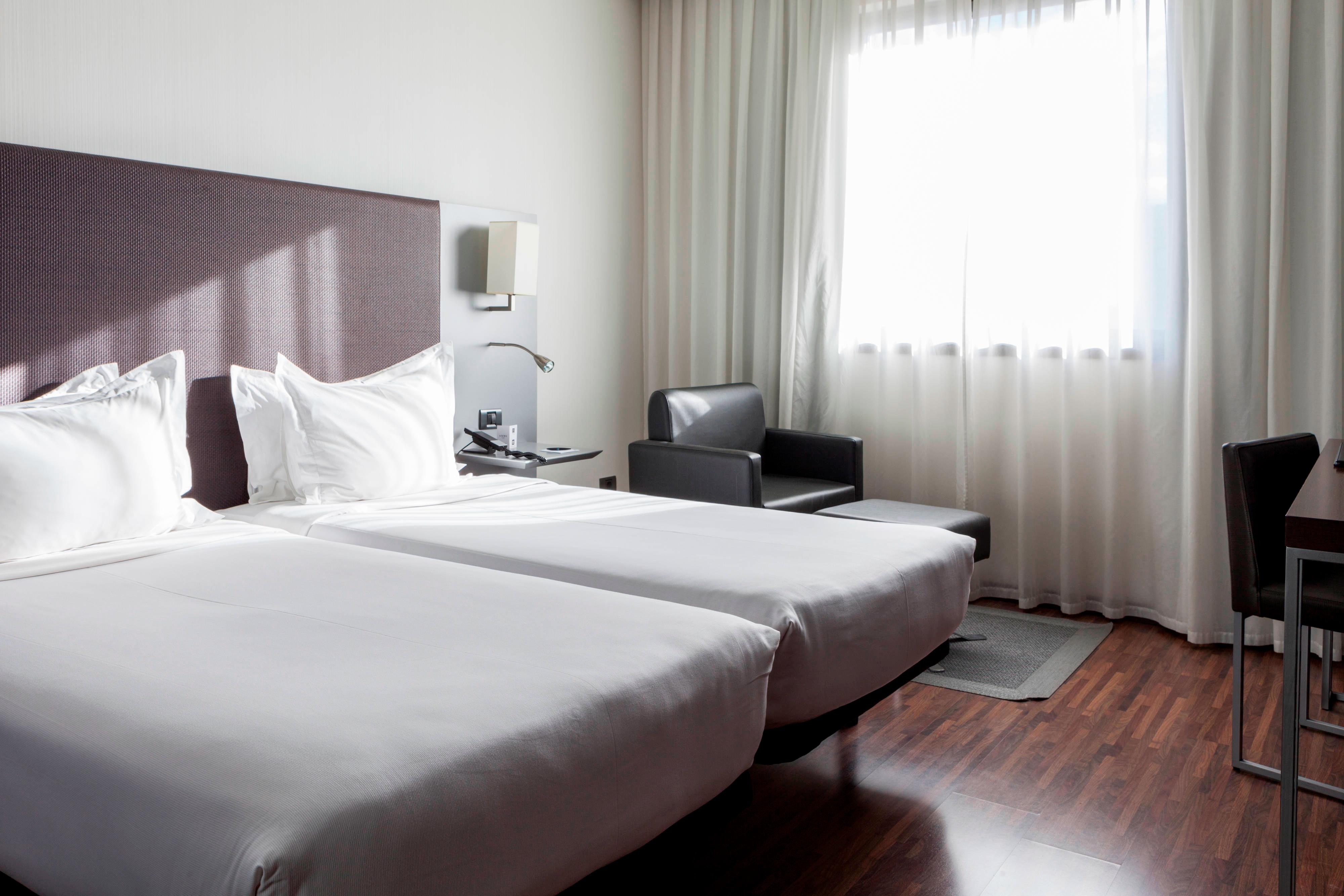 Comfortable hotel rooms near airport