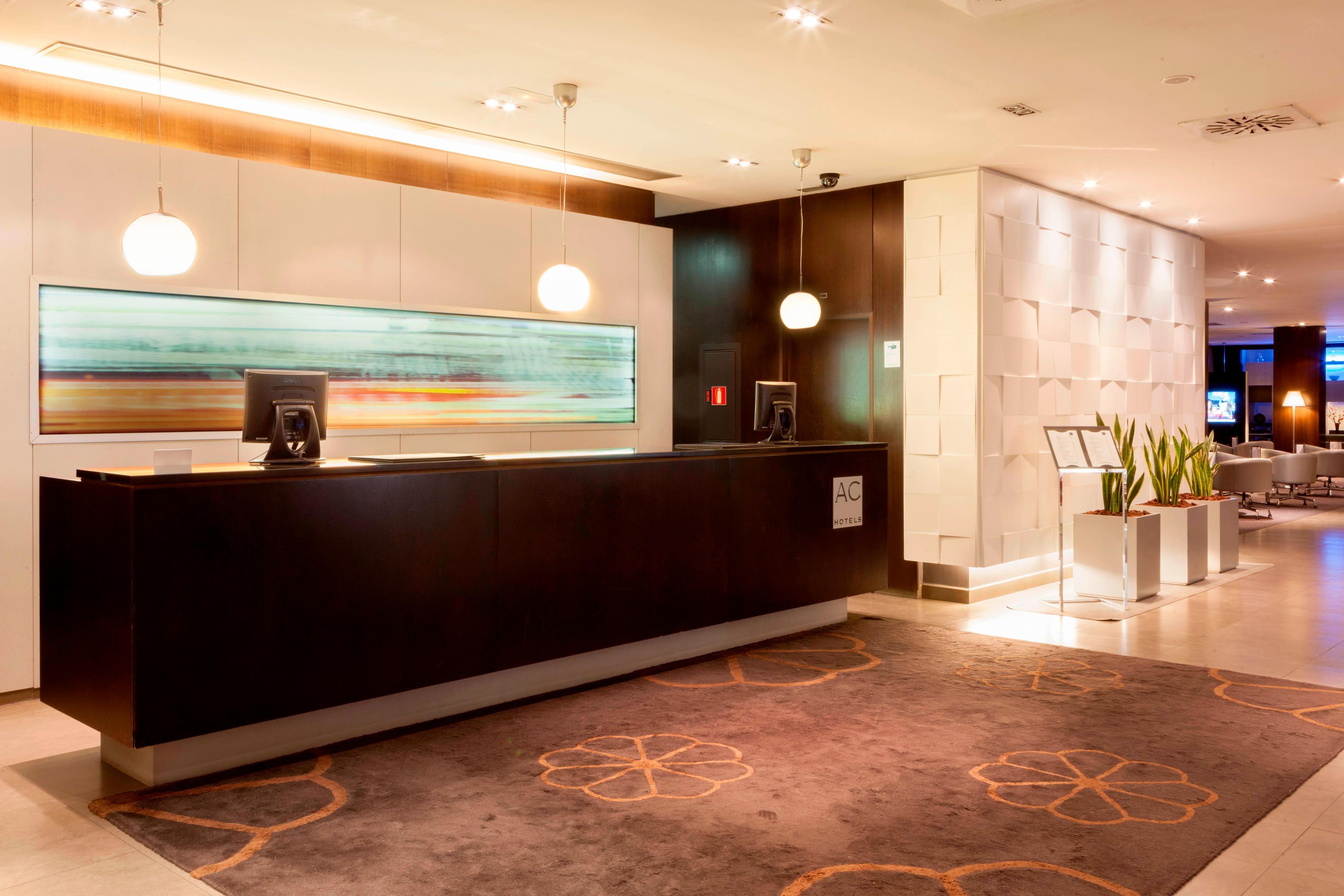 Recepción del hotel AC Hotels by Marriott