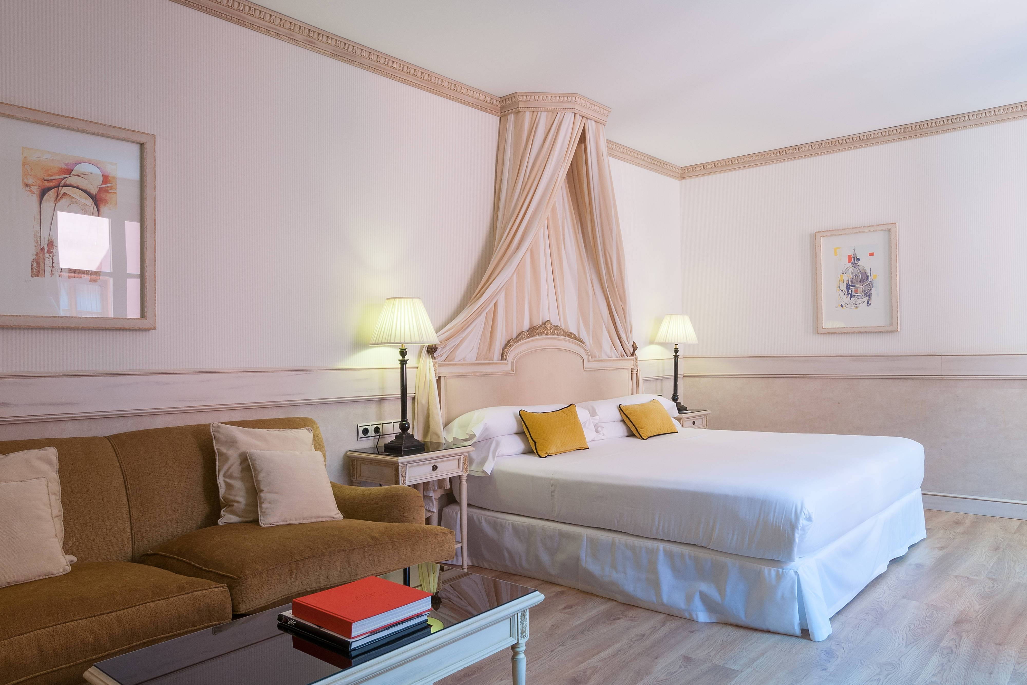 King Chantilly Guest Room
