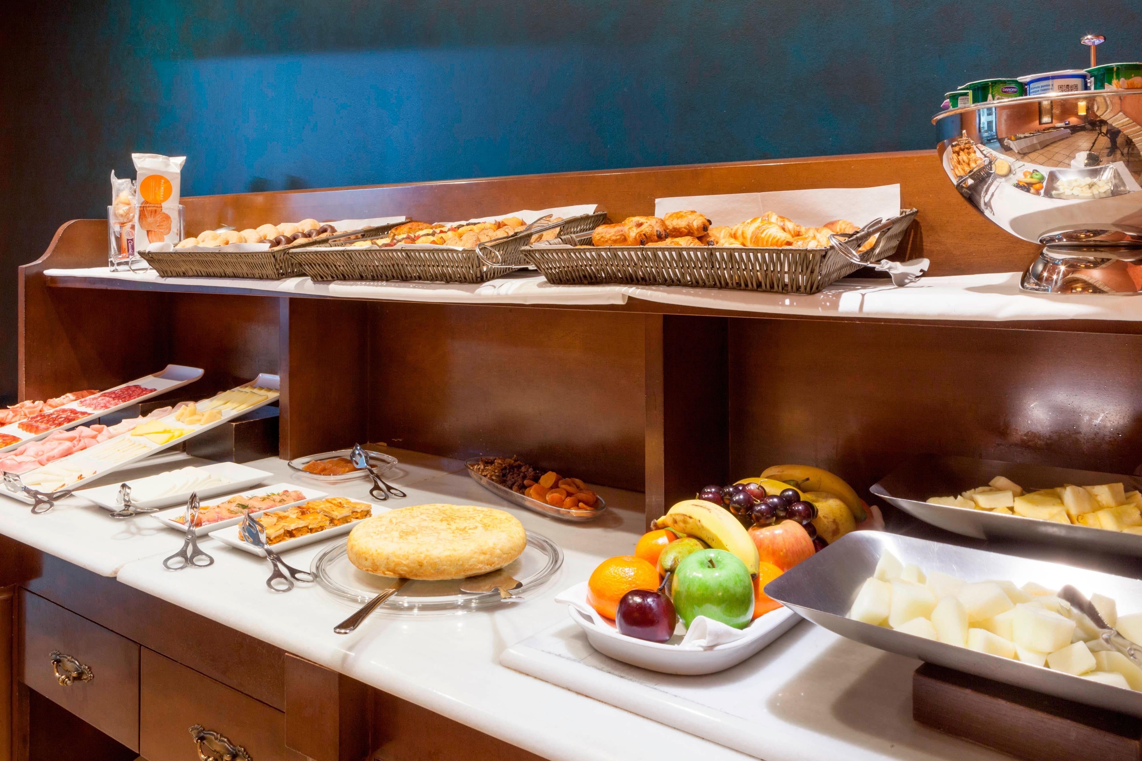 Breakfast Buffet- Hotel in Toledo