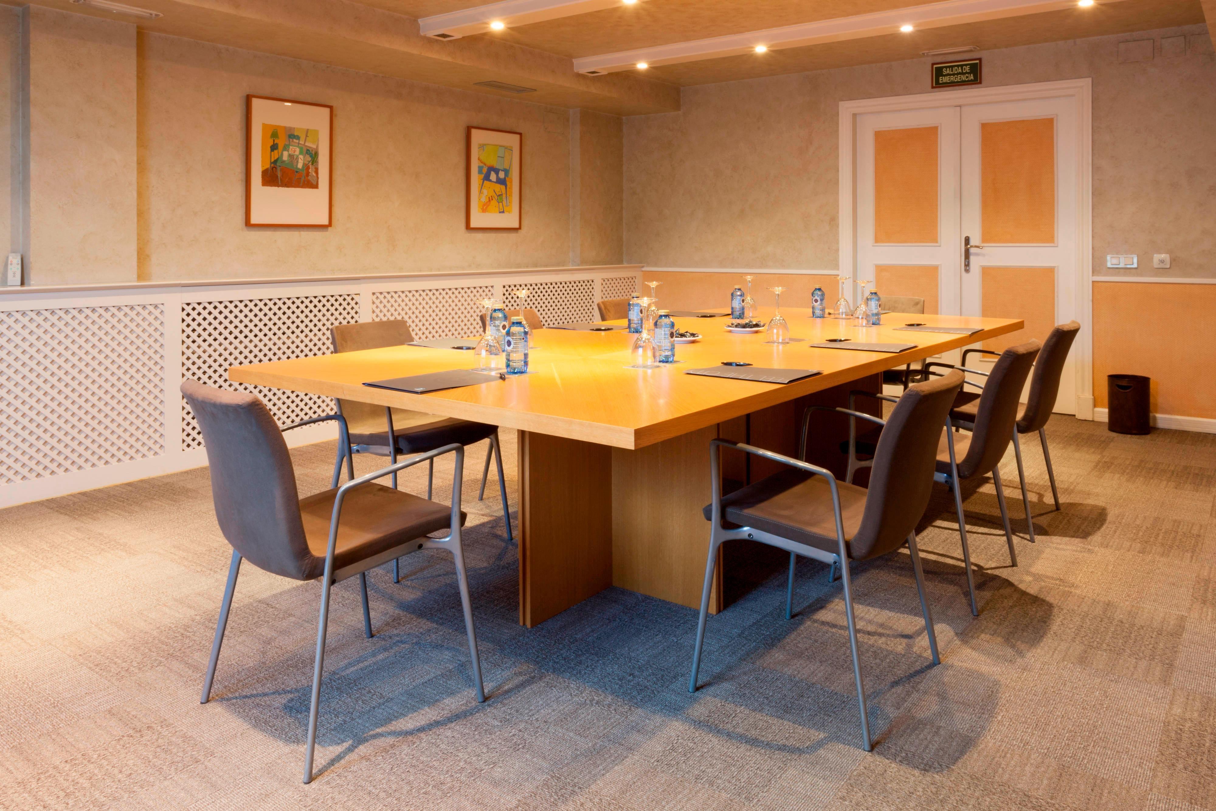 Business meeting in Toledo Hotel