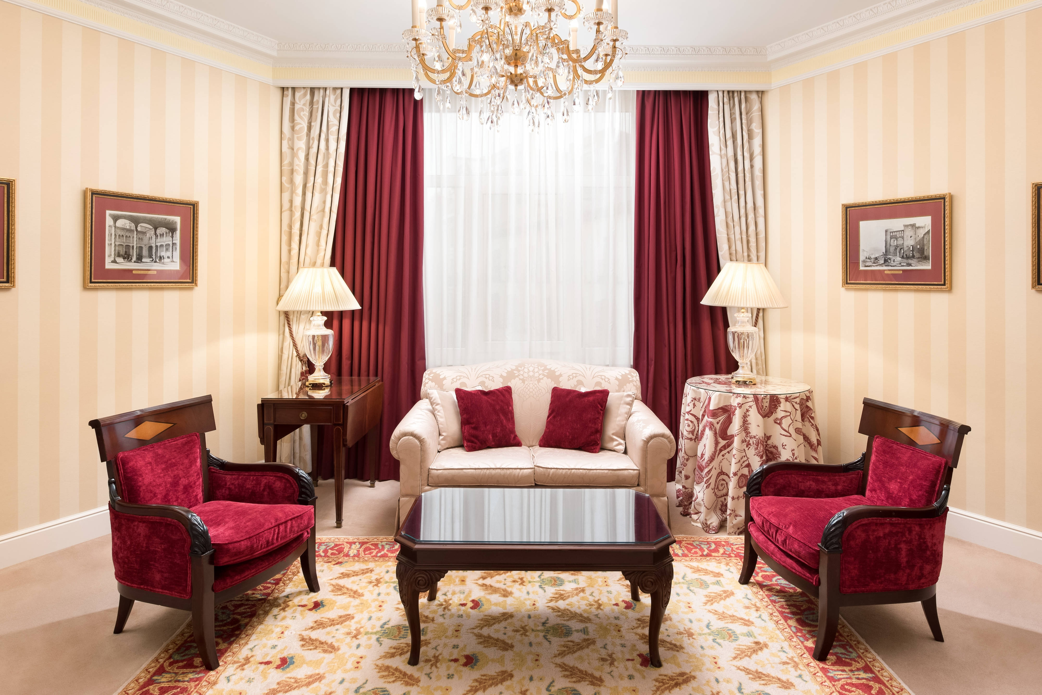 Classic Executive Suite - Living Room