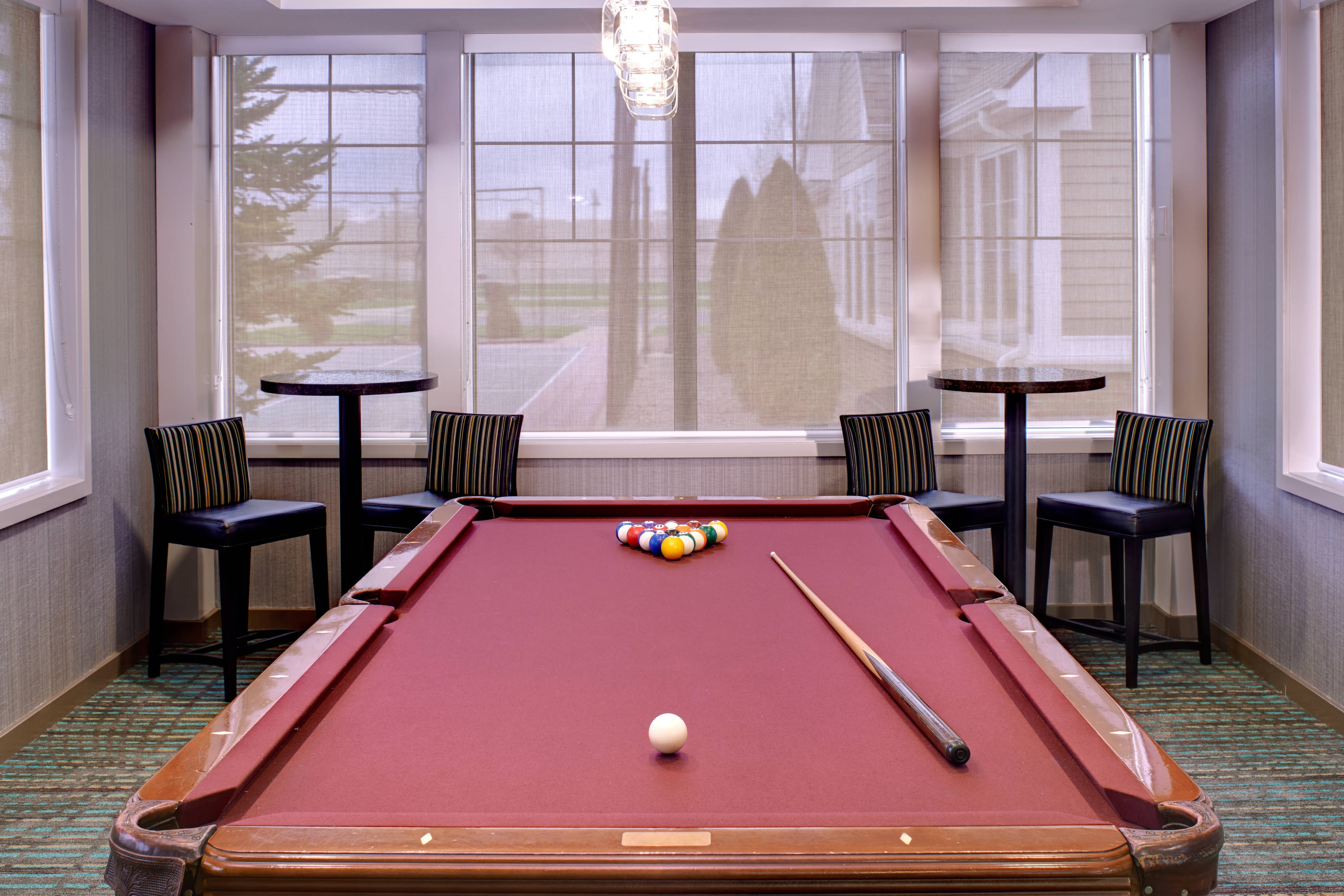Saginaw hotel with billiards room