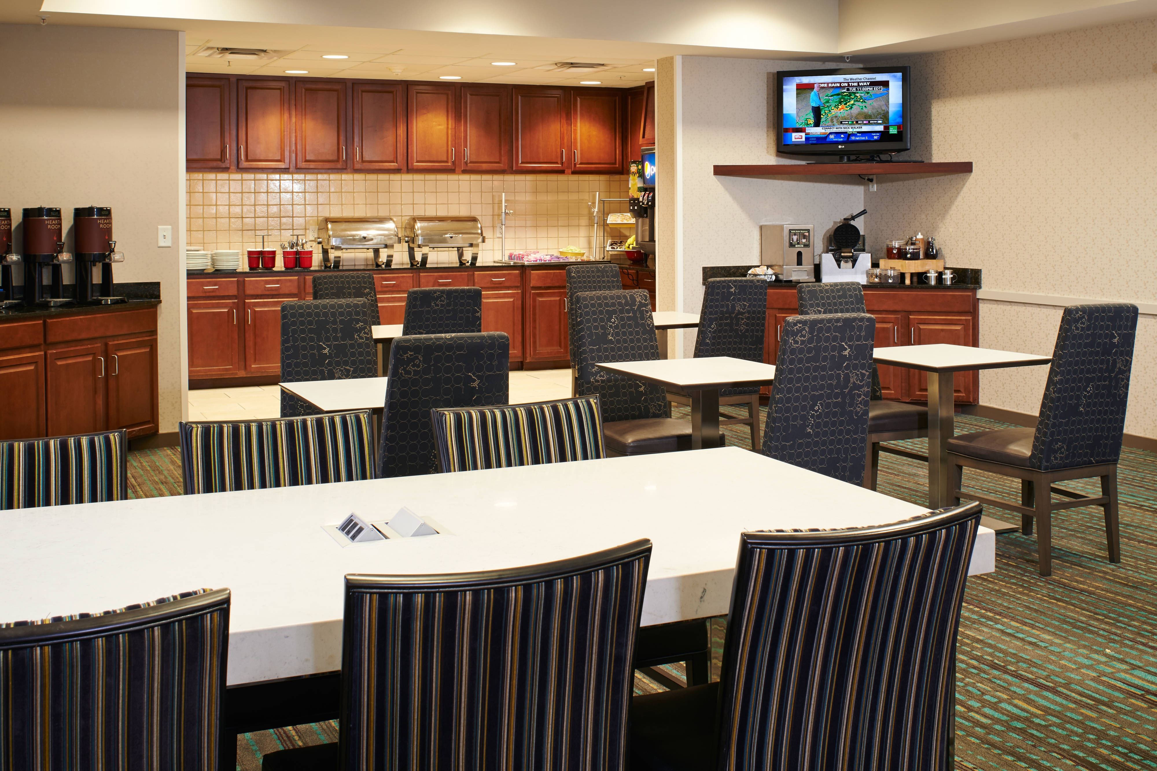 Saginaw hotel breakfast dining area