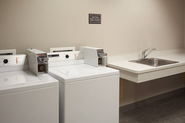 Saginaw hotel with guest laundry