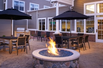 Saginaw hotel outdoor fire pit