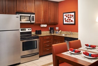 Saginaw hotel suite with kitchen