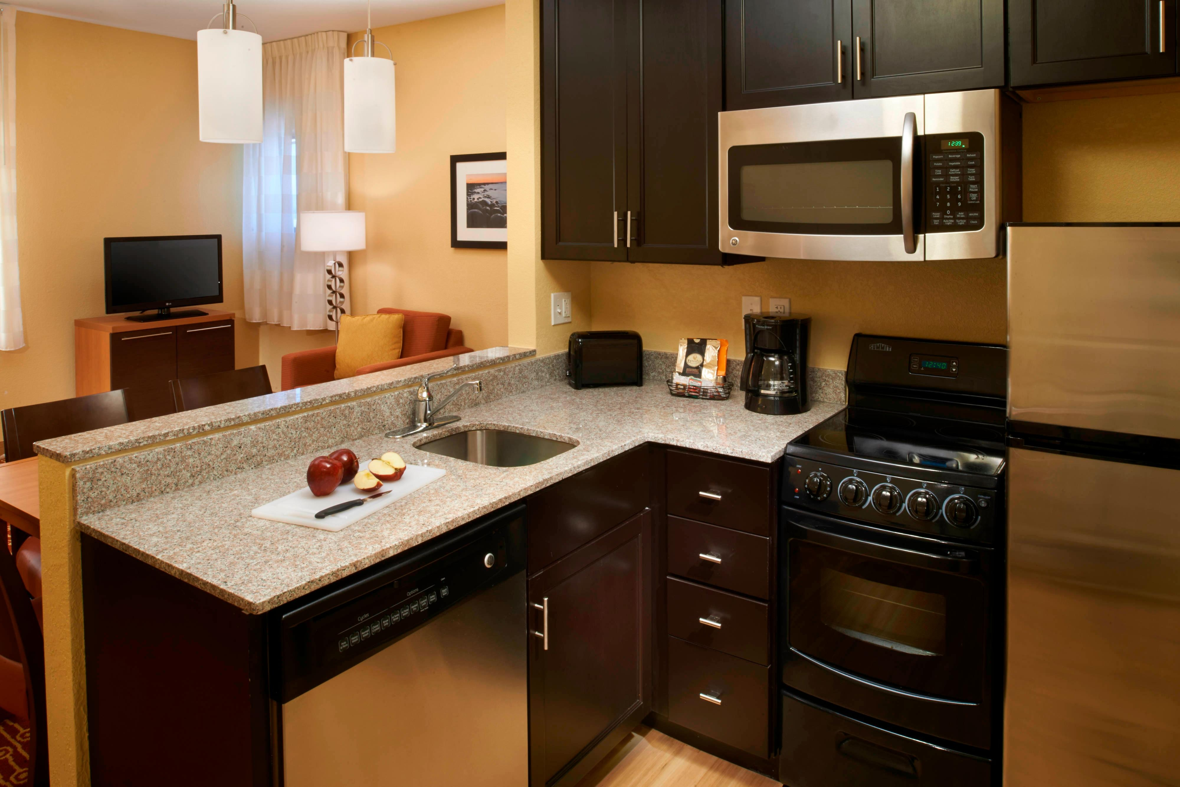 Saginaw hotel room with kitchen