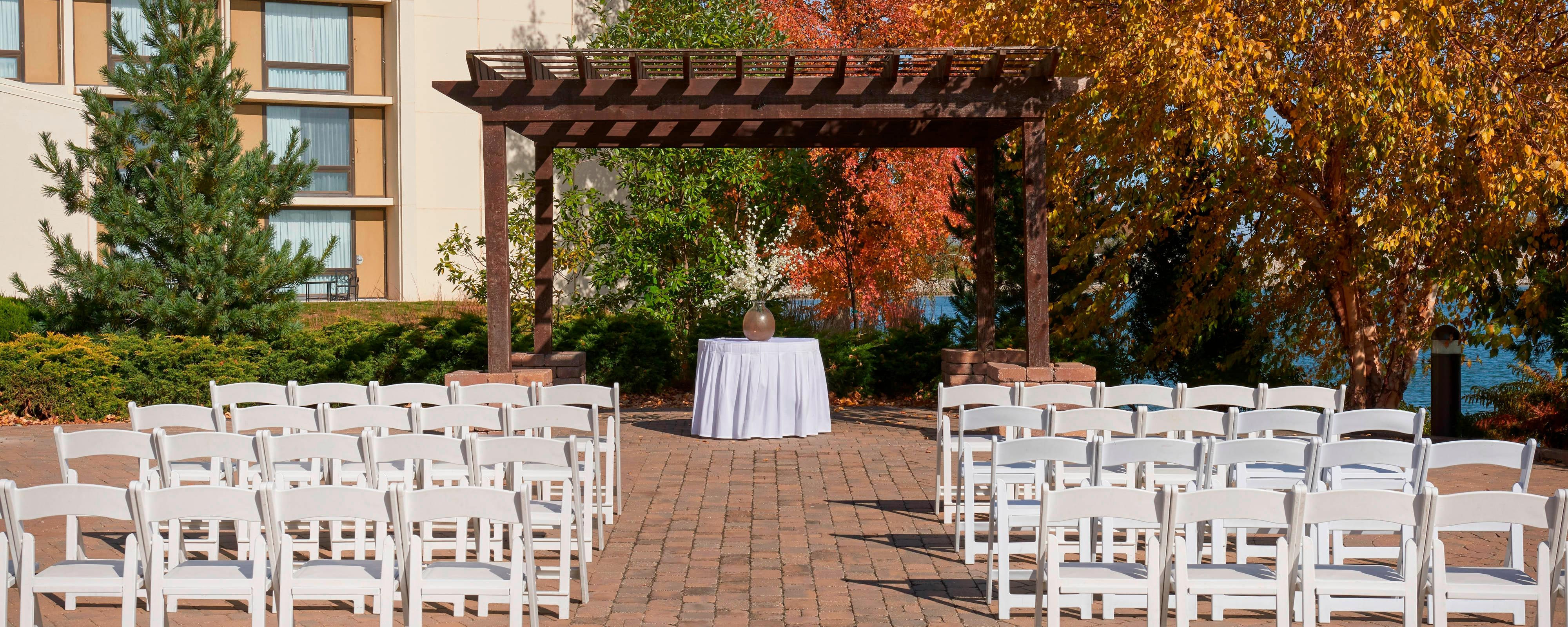 Outdoor Kc Wedding Venues Kansas City Airport Marriott