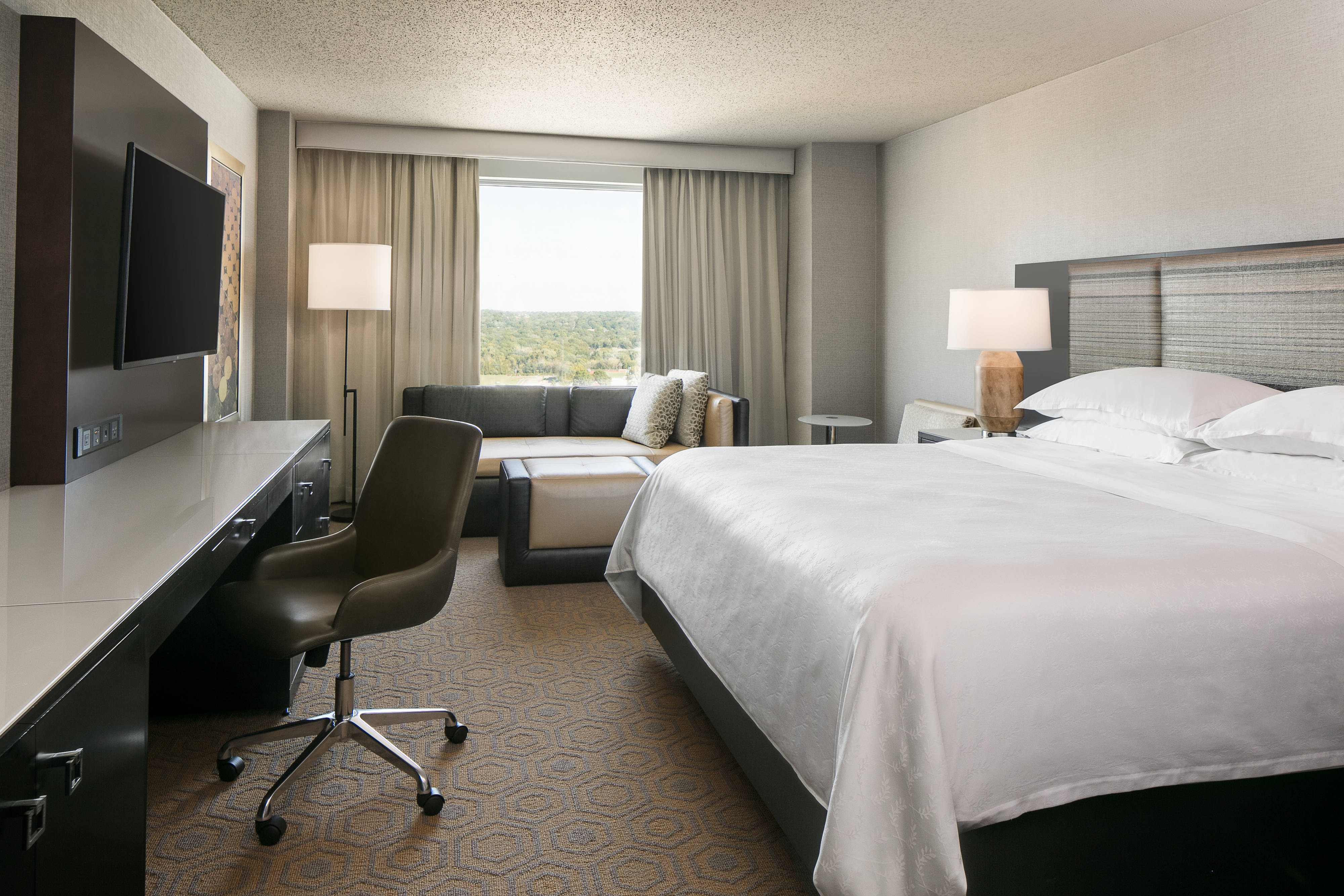 Club Level King Guest Room