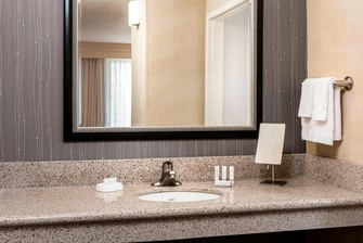 CY Kansas City-Shawnee Bathroom Amenities