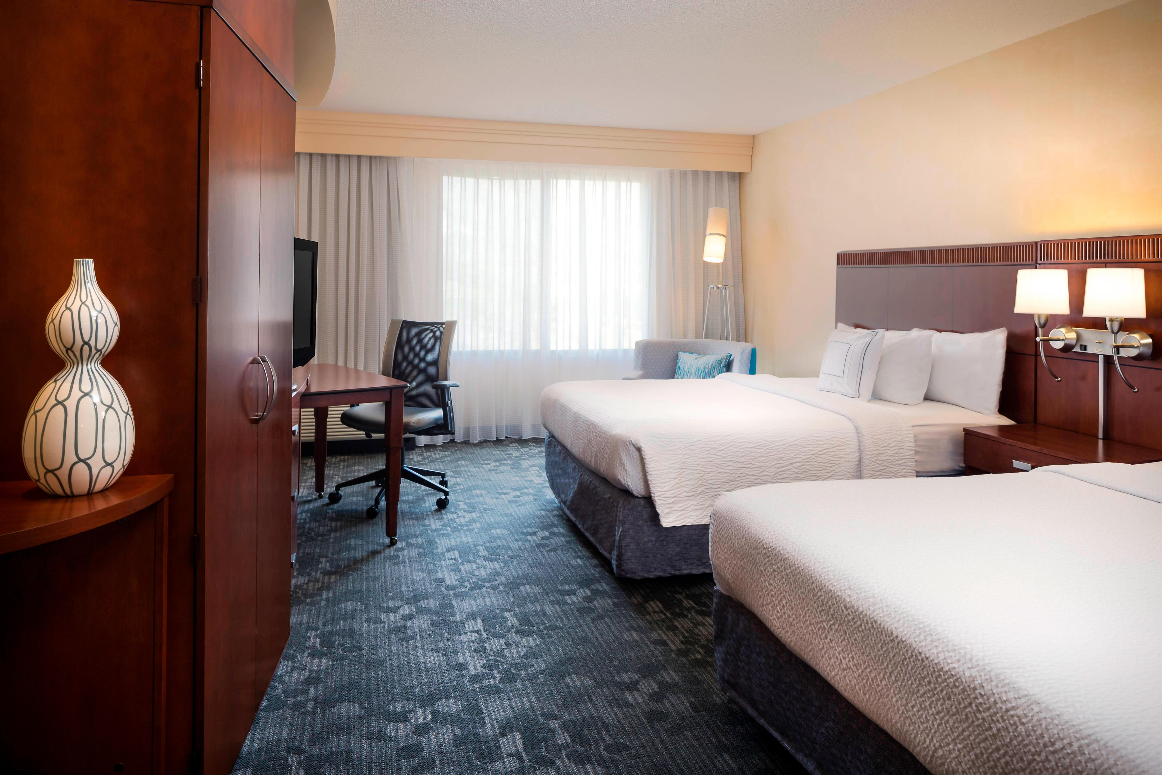 CY Kansas City-Shawnee Queen/Queen Guest Room