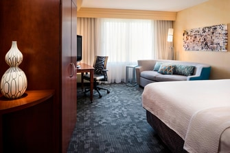 CY Kansas City-Shawnee King Guest Room