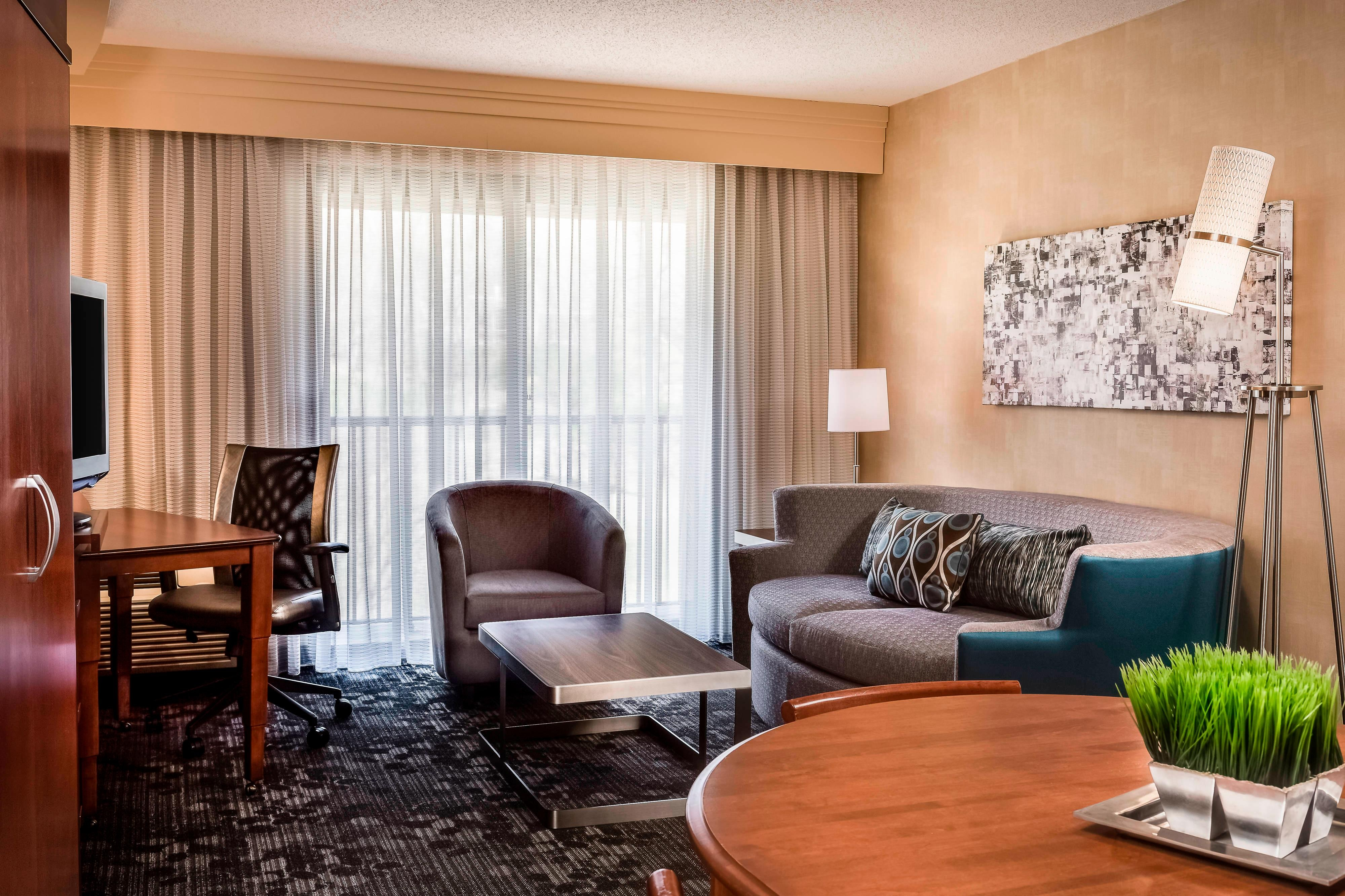 CY Kansas City-Shawnee King Suite Amenities