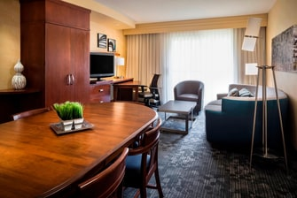 CY Kansas City-Shawnee King Suite Living Area