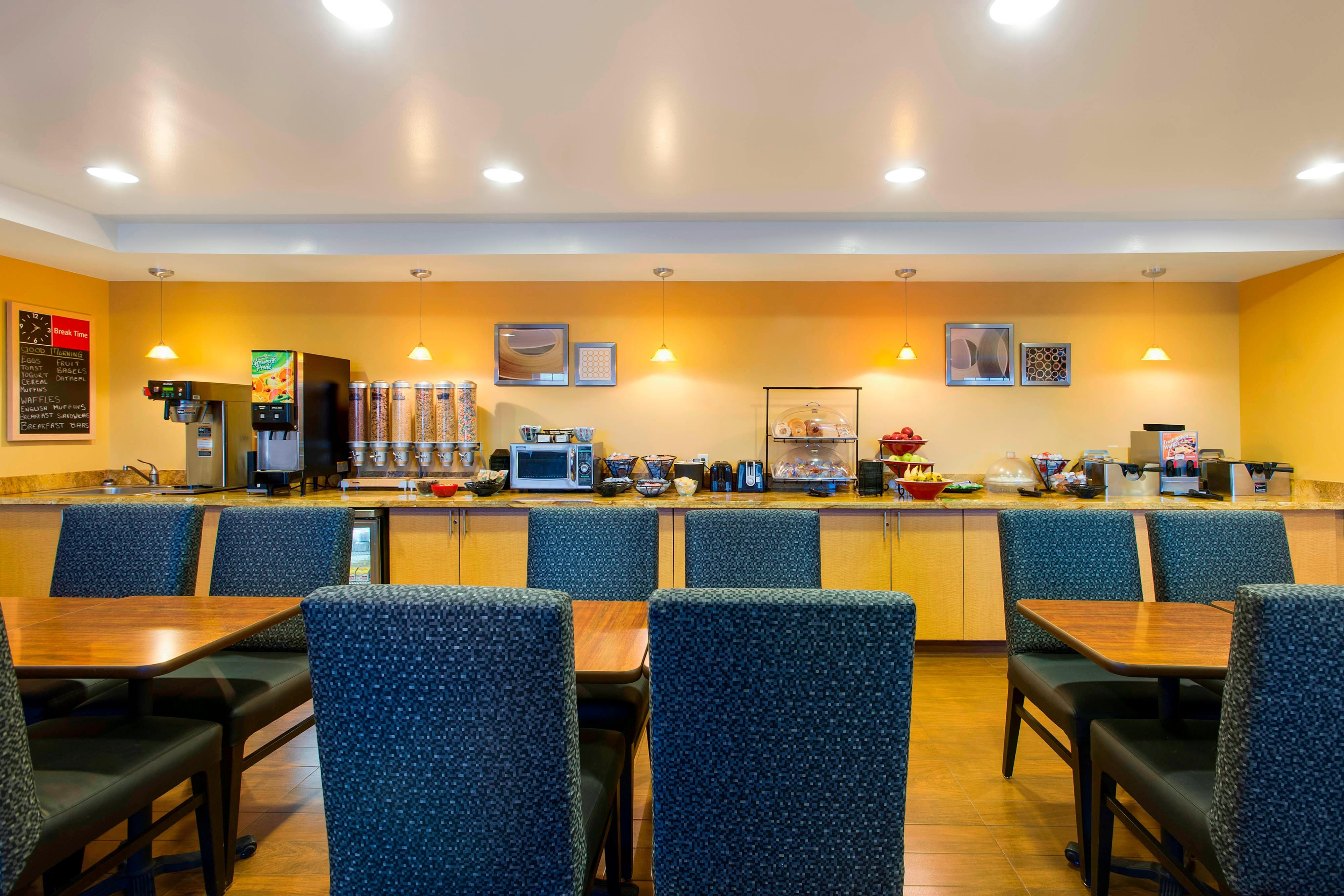 Towneplace Suites Breakfast Dining Area, Overland Park