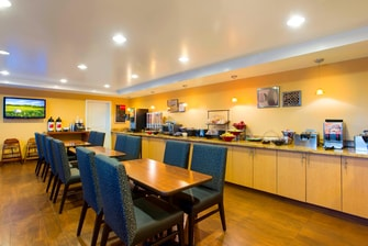 Towneplace Suites Free Breakfast Buffet, Overland Park