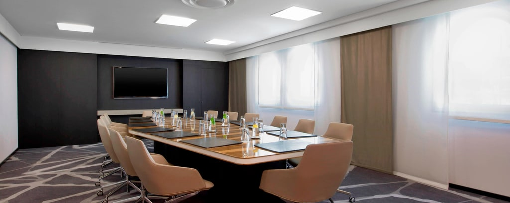 Salon Egee - Boardroom Setup