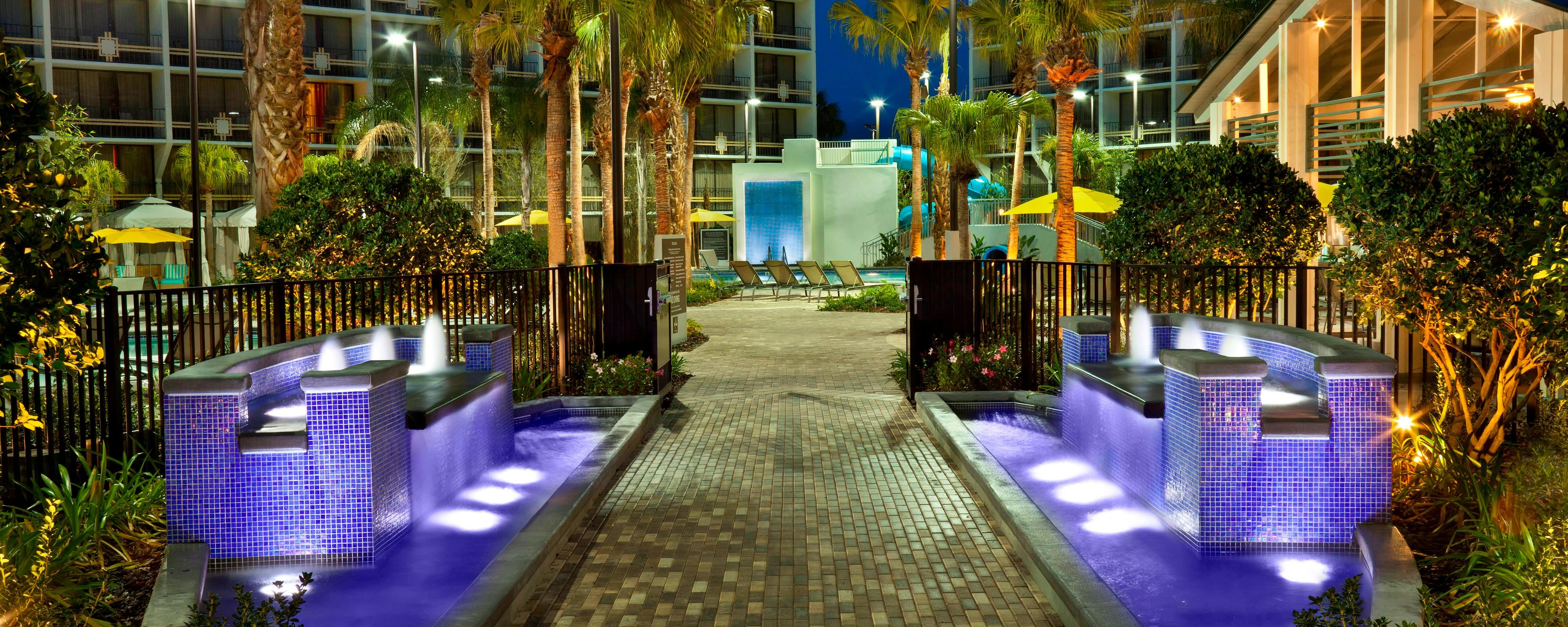 27 Palms Courtyard - Entrance