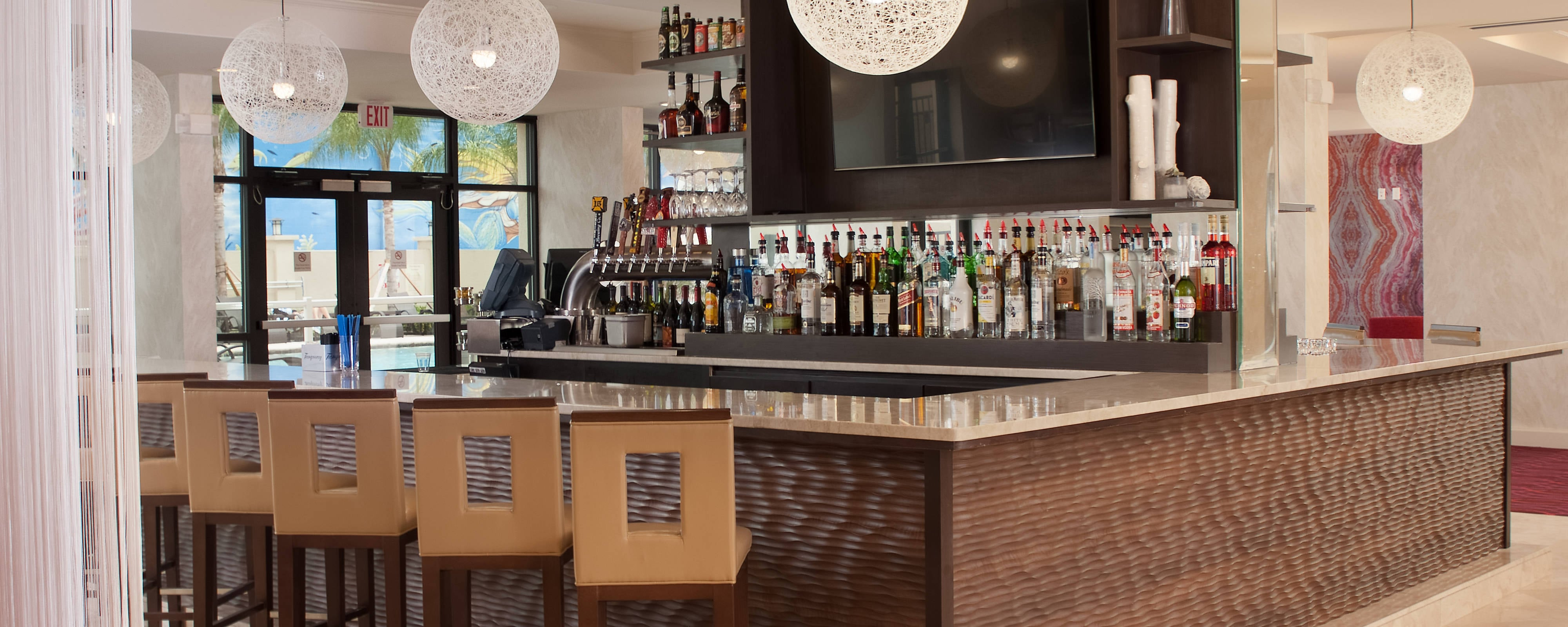 hotels close to disney world with a restaurant and bar. Black Bedroom Furniture Sets. Home Design Ideas