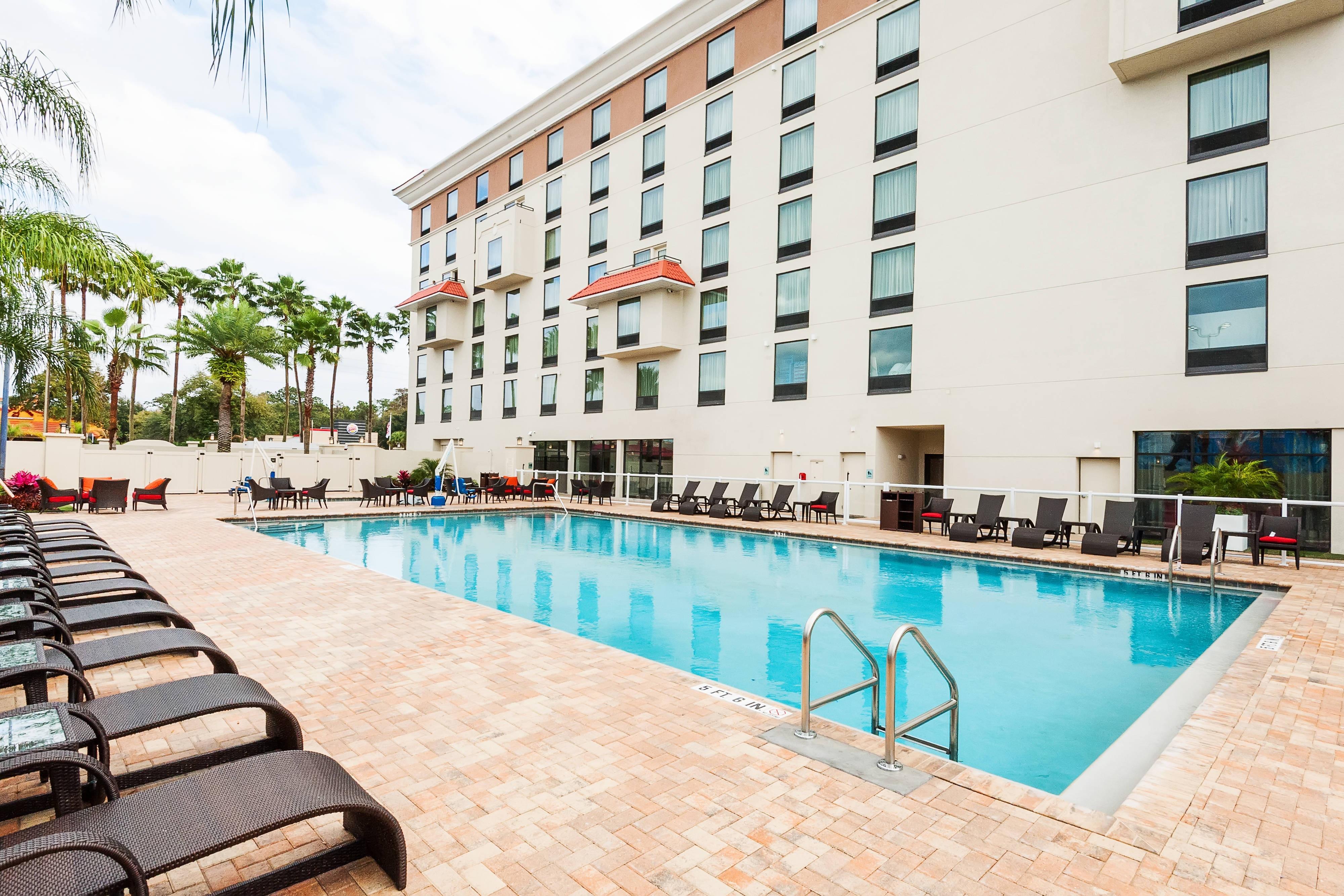 レイクブエナビスタのホテルの屋外プール