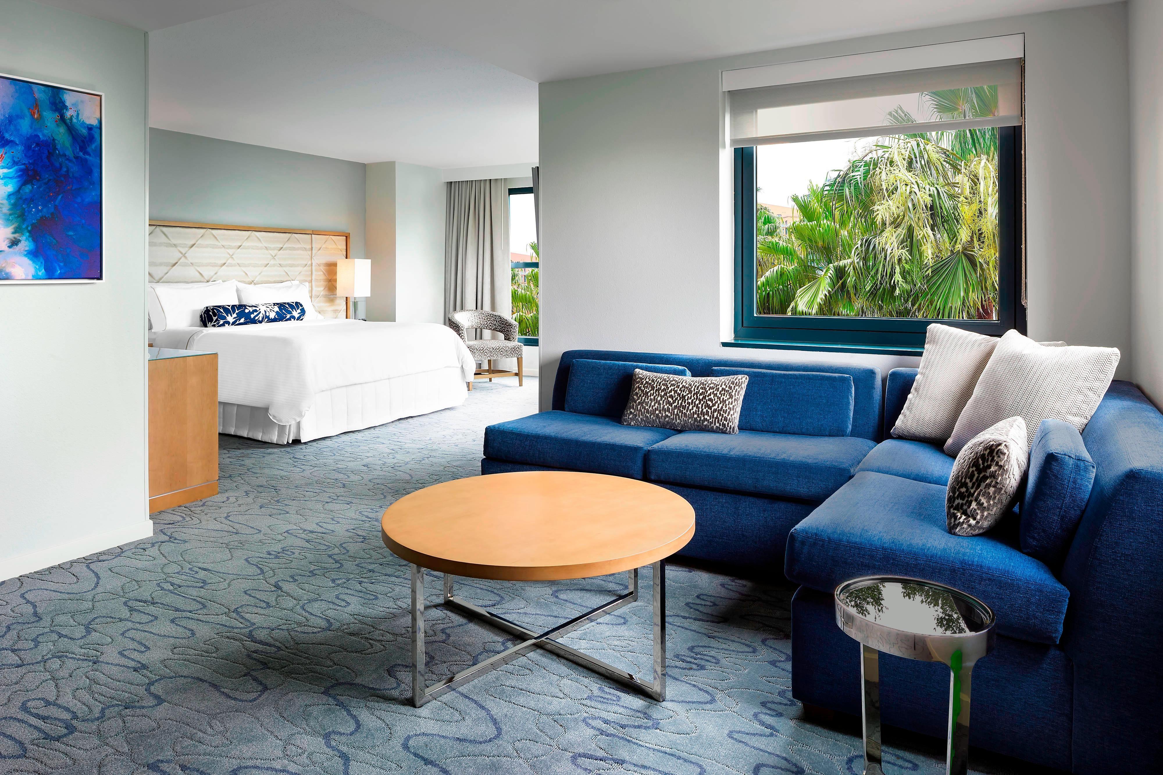 Hotel Rooms & Amenities