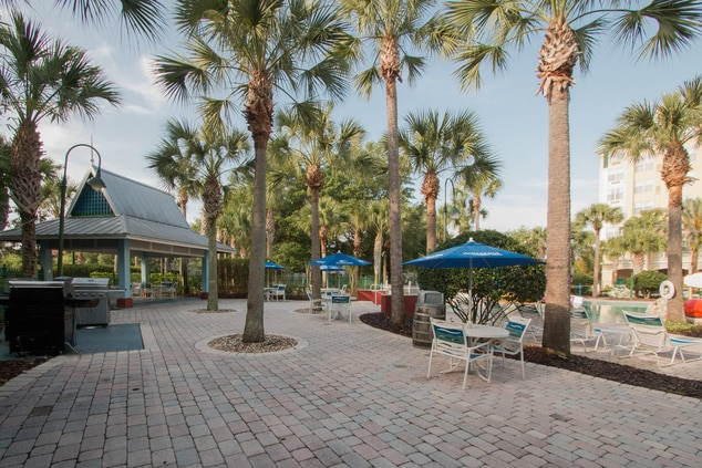 Orlando Kissimmee Outdoor Grill & Dining Area