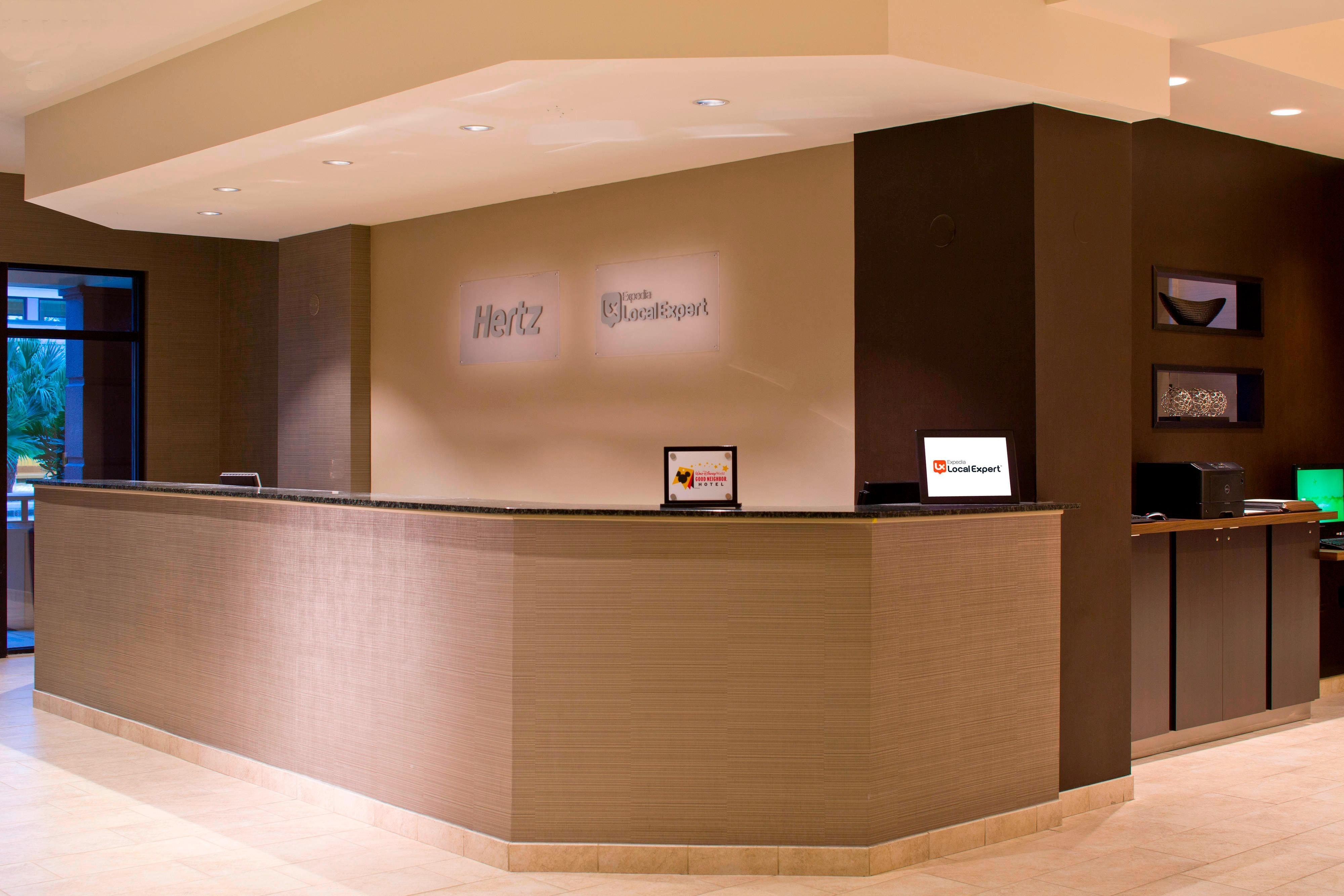 Hertz & Expedia Concierge Desk