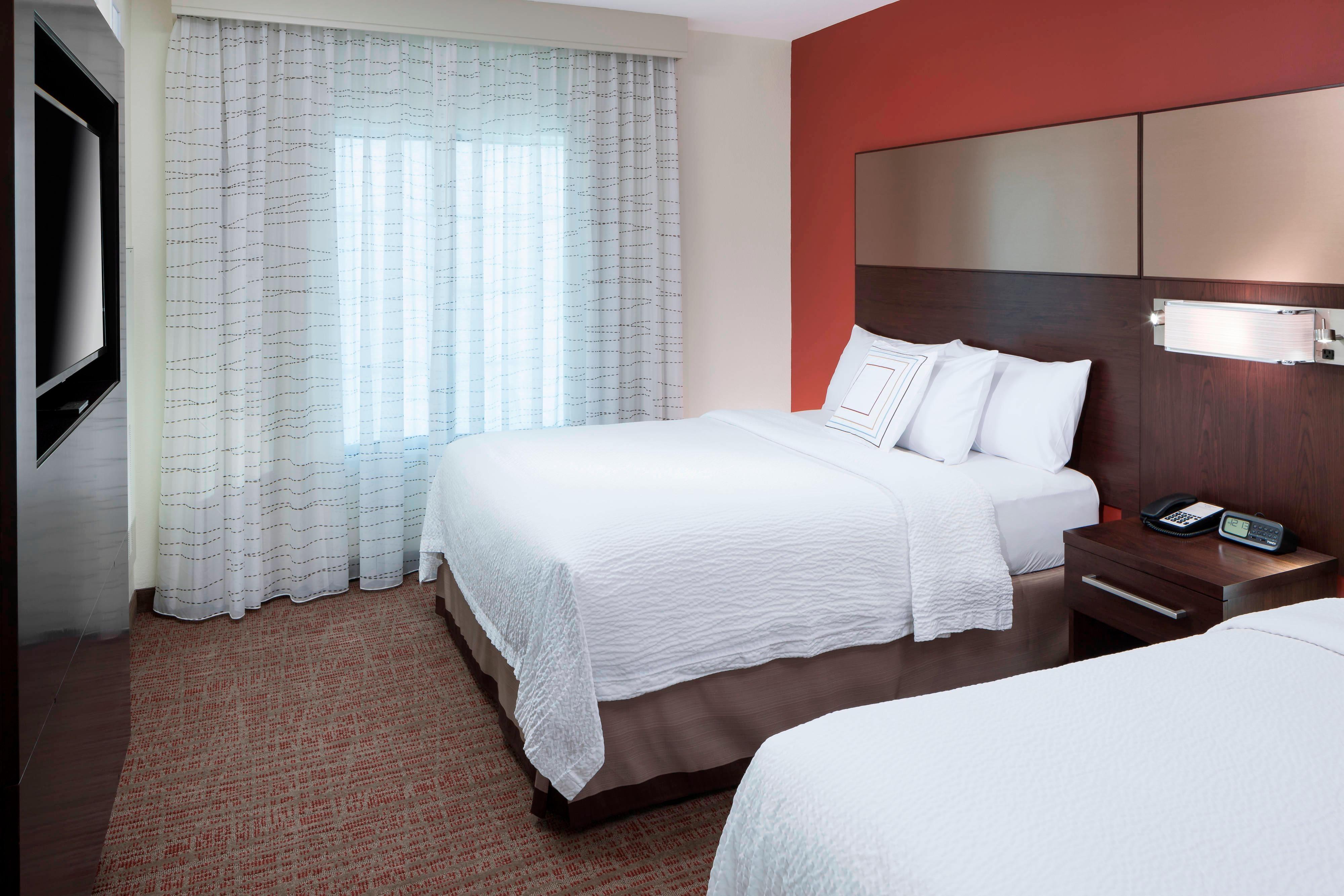 Two-Bedroom Suite - Queen/Queen Bedroom