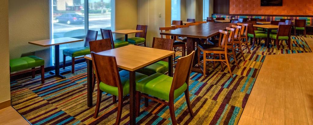 Hotels With Free Breakfast Near Universal Orlando Fairfield Inn