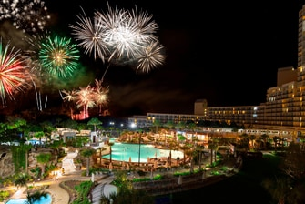 Piscina con cataratas - Fuegos artificiales