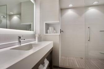 Banheiro para hóspedes com mobilidade reduzida