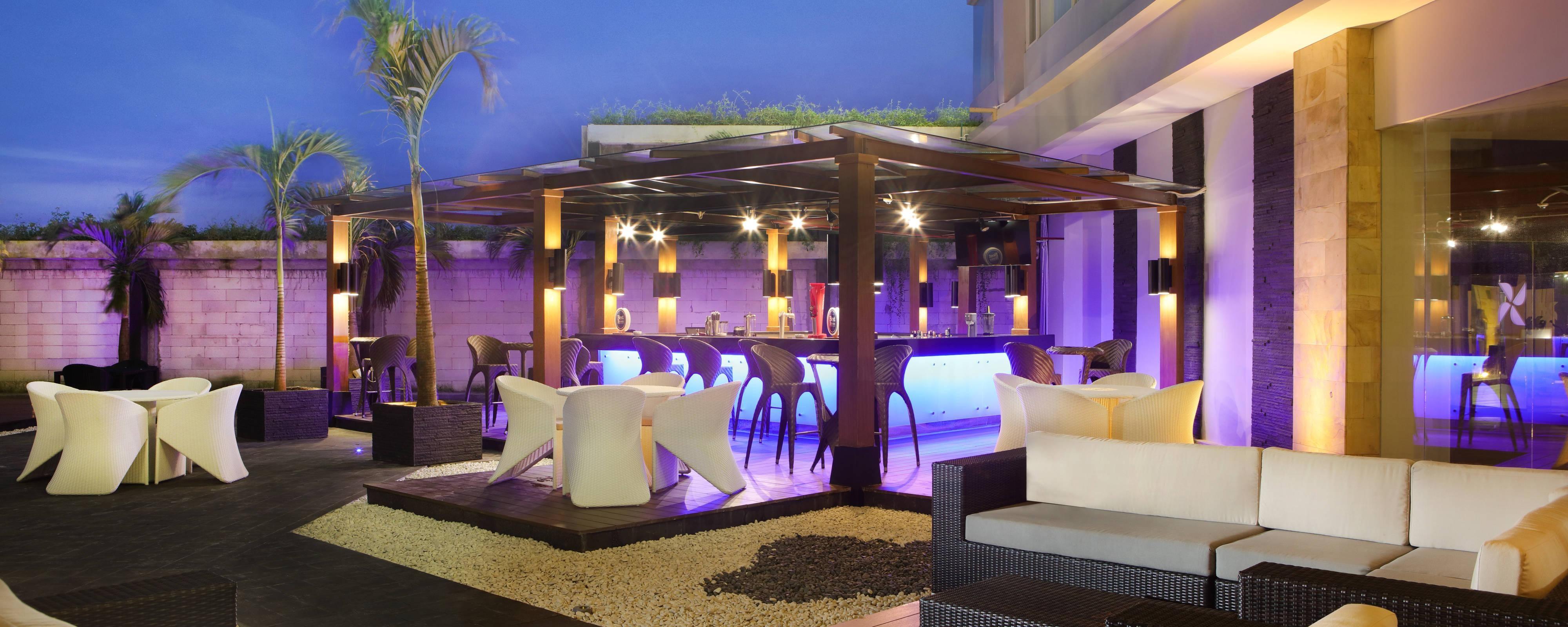 Bar Scorta junto a la piscina