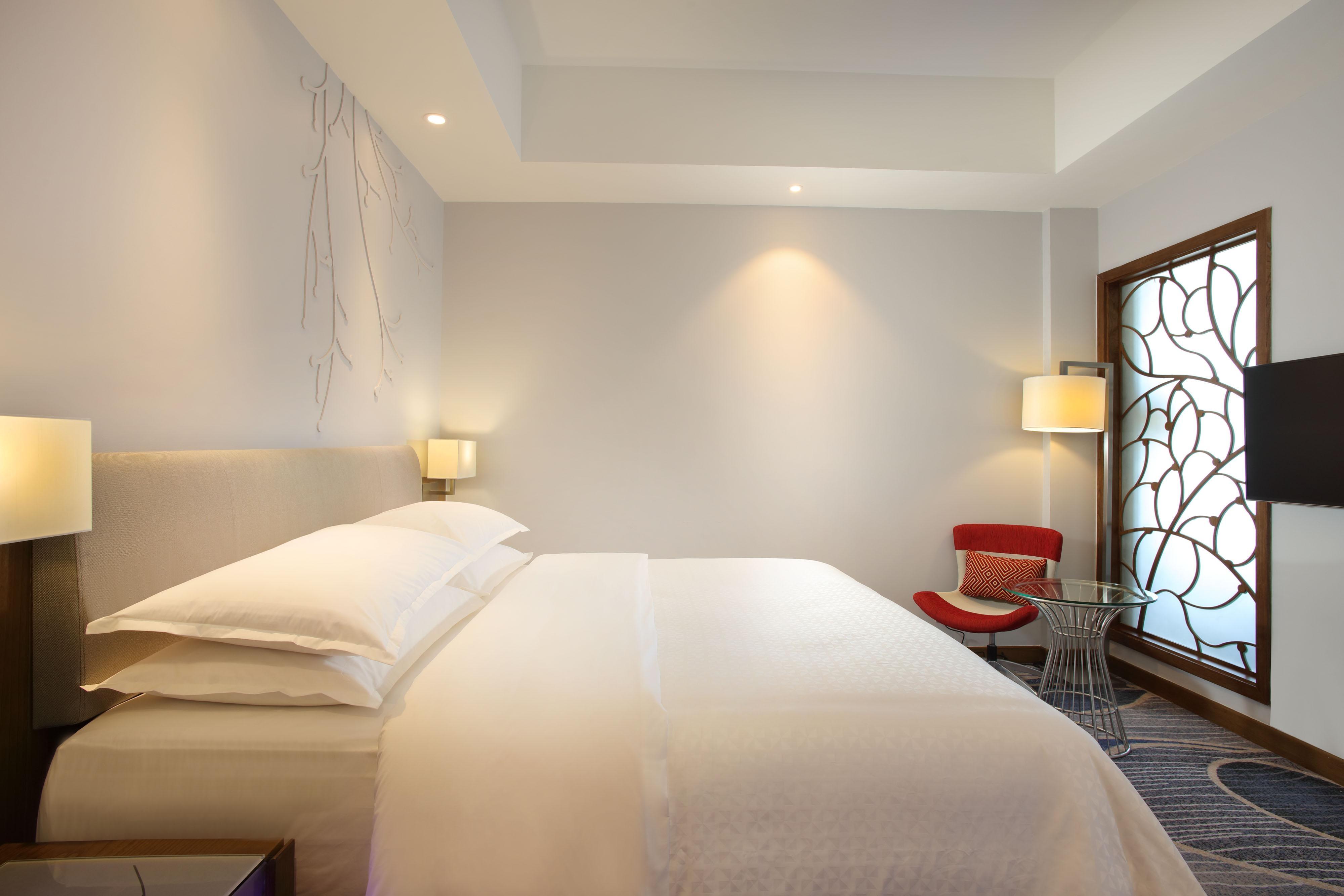 Premier Deluxe Sea View Suite Bedroom