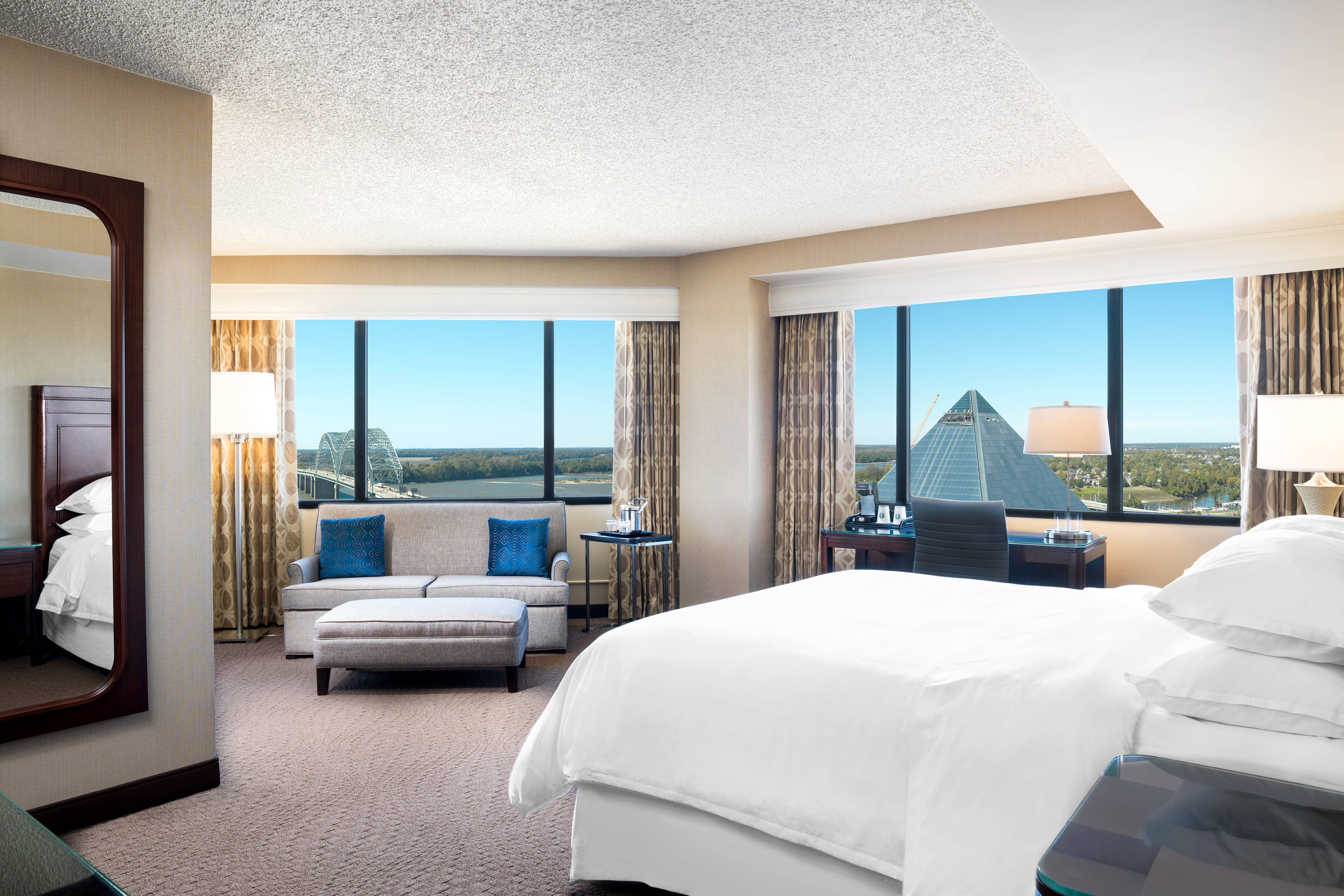 Corner King Club Lounge Access Larger Guest Room 1