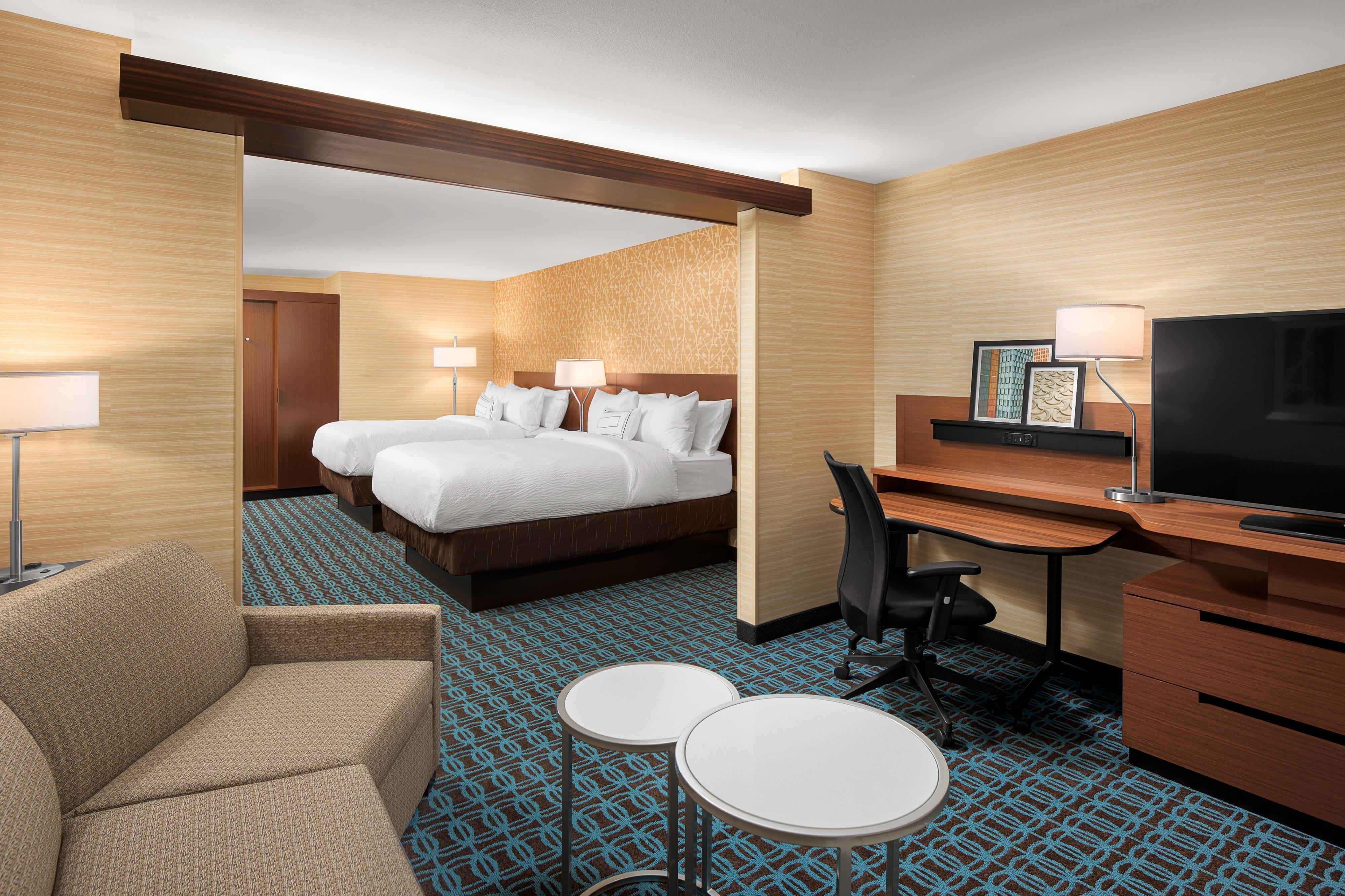 Люкс с 2 двуспальными кроватями (Queen)–диван-кровать