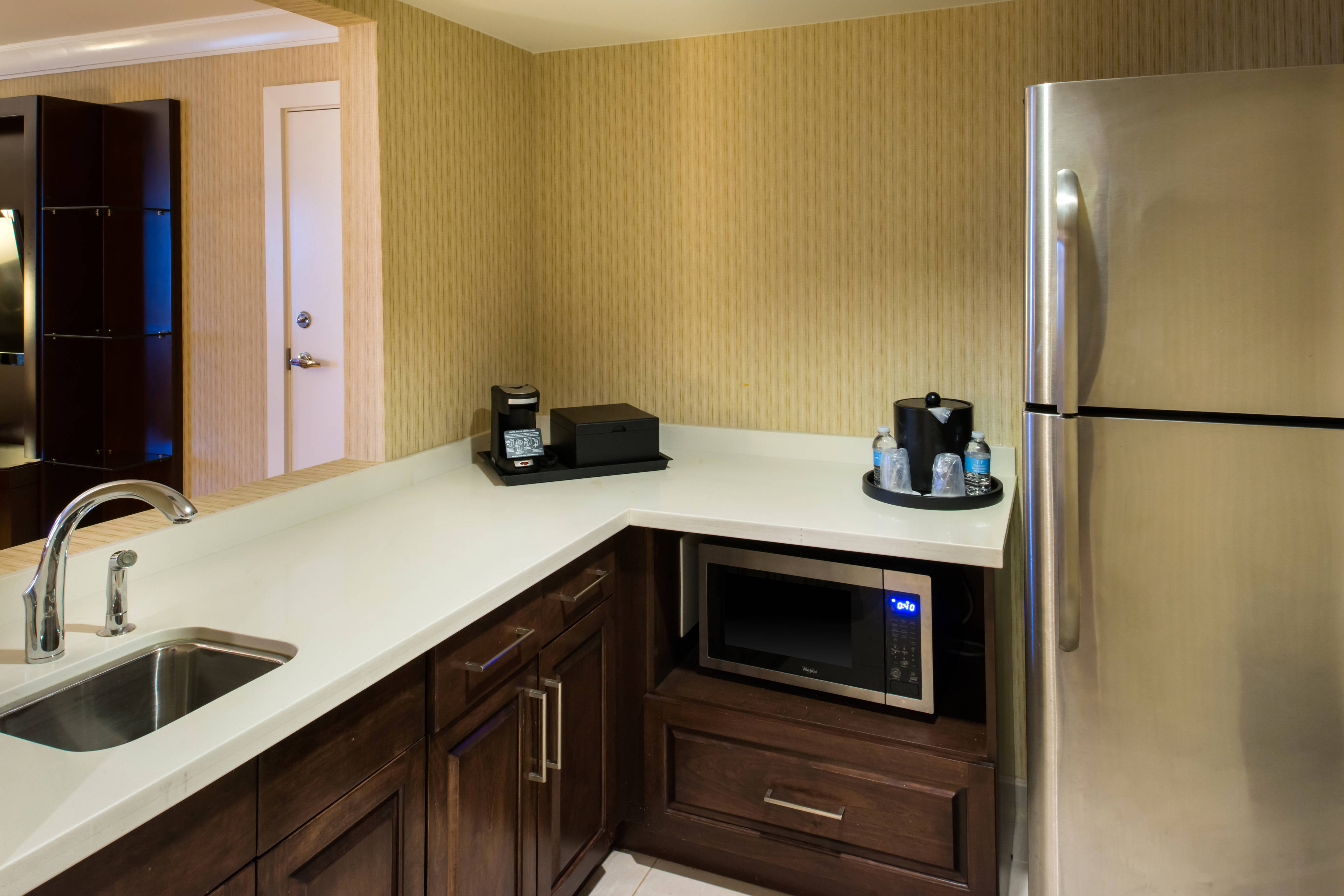 memphis hotel room with kitchenette