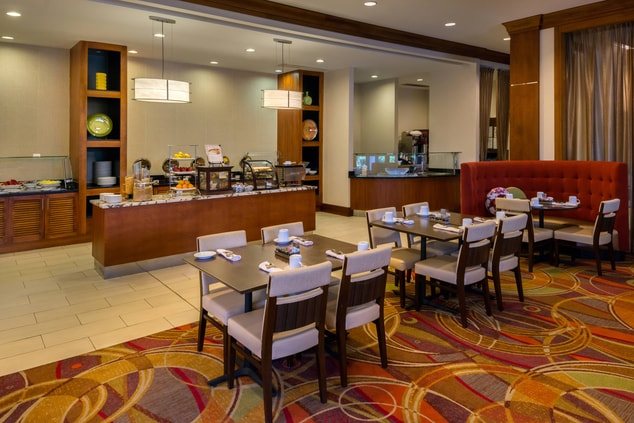 hotels with breakfast in memphis